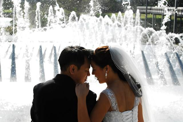 Wedding Fountain Couple Therese